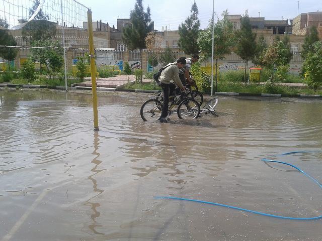 در این عکس: فیروزی - چاوشی - دوچرخه ی اسلامی!